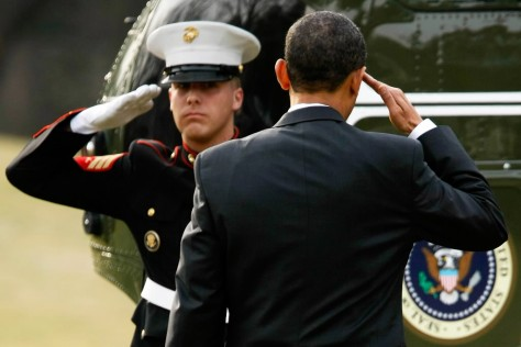 obama-boards-marine-one-with-salute
