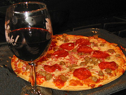 meat-lovers-pizzas-love-fruity-red-wine1